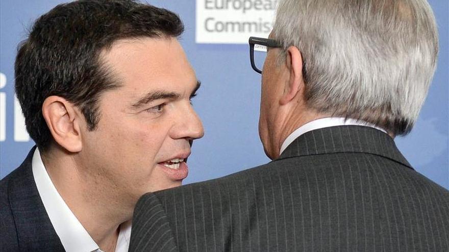 Juncker analiza con Tsipras la crisis de los refugiados y diversas cuestiones económicas