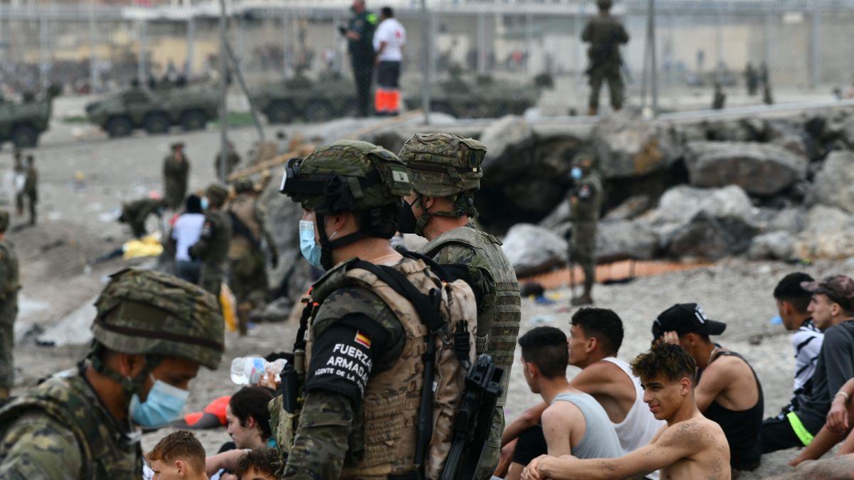El Ejército español, desplegado en las costas de Ceuta