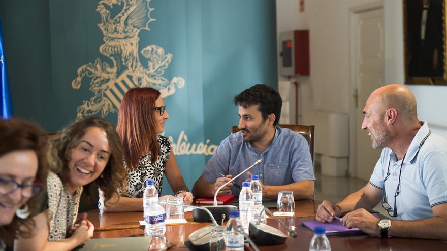 Vicent Marzà, en una reunión con representantes de la Diputación y el Ayuntamiento de Valencia.