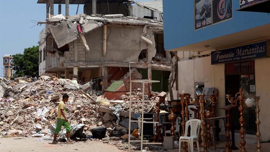 Más de 80 venezolanos afectados por terremoto en Ecuador vuelven a su país