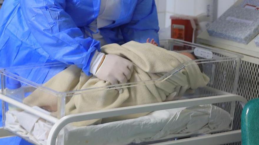Nace el primer bebé de un útero trasplantado a partir de una donante fallecida