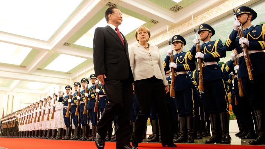 Merkel llega a Pekín para pedir a China confianza en el euro