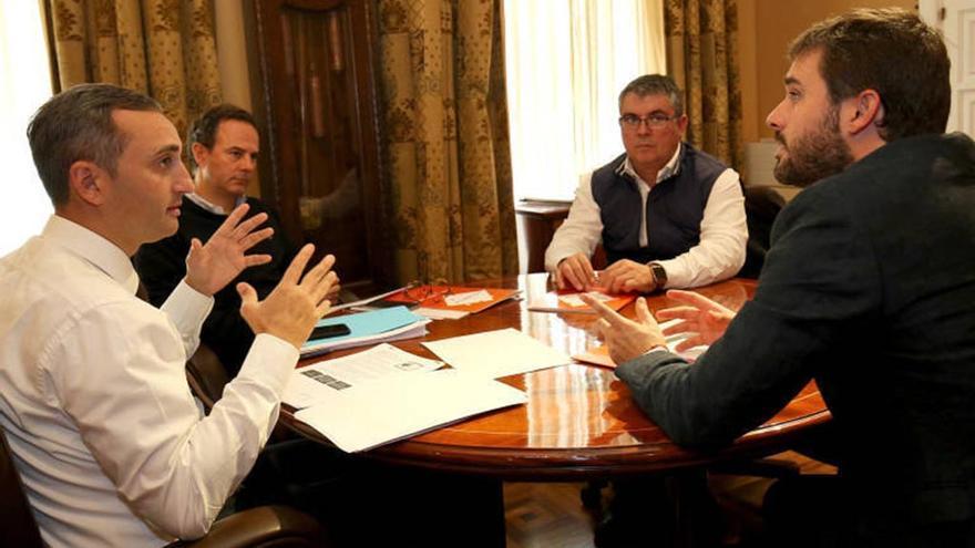 El presidente de la Diputación de Alicante, César Sánchez, reunido con Gerard Fullana (Compromís)