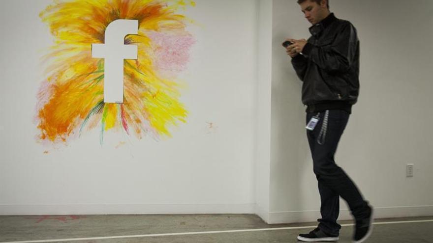 Facebook ficha a un ejecutivo para mediar con las autoridades su entrada en China