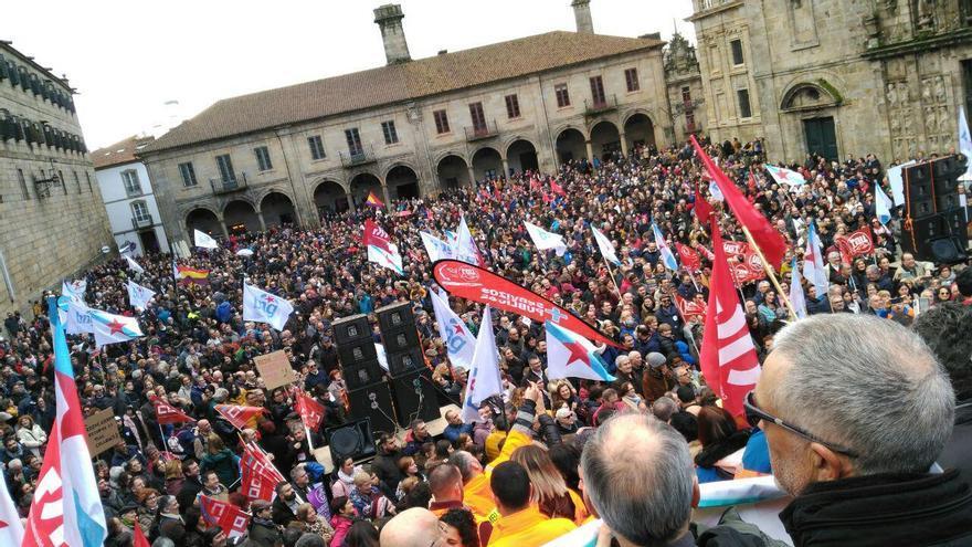 La plaza de la Quintana, en Santiago, llena en la manifestación por la sanidad pública