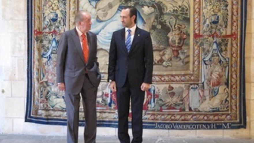 El Rey Don Juan Carlos Y José Ramón Bauzá
