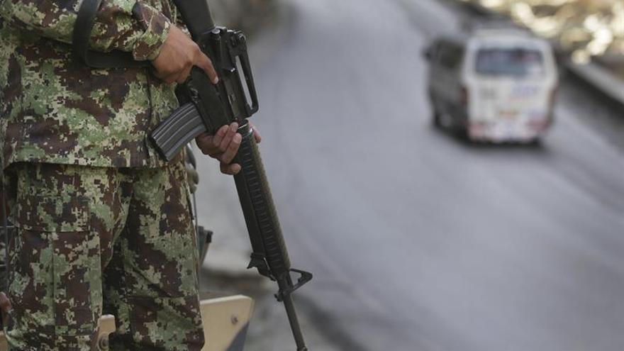 Guerrilleros del EPL combaten con los militares que escoltaban a la Misión de la ONU