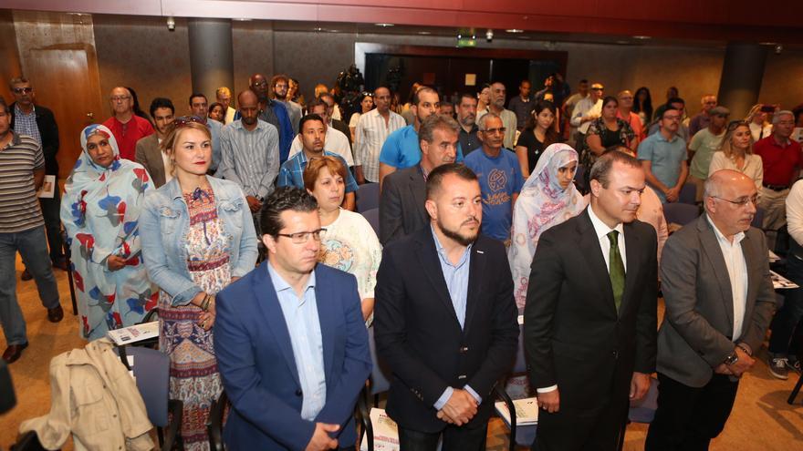En primera fila el alcalde de Arucas Juan Jesús Facundo; el alcalde de Gáldar Teodoro Sosa; el de Las Palmas de Gran Canaria, Augusto Hidalgo y el presidente del Cabildo Antonio Morales.