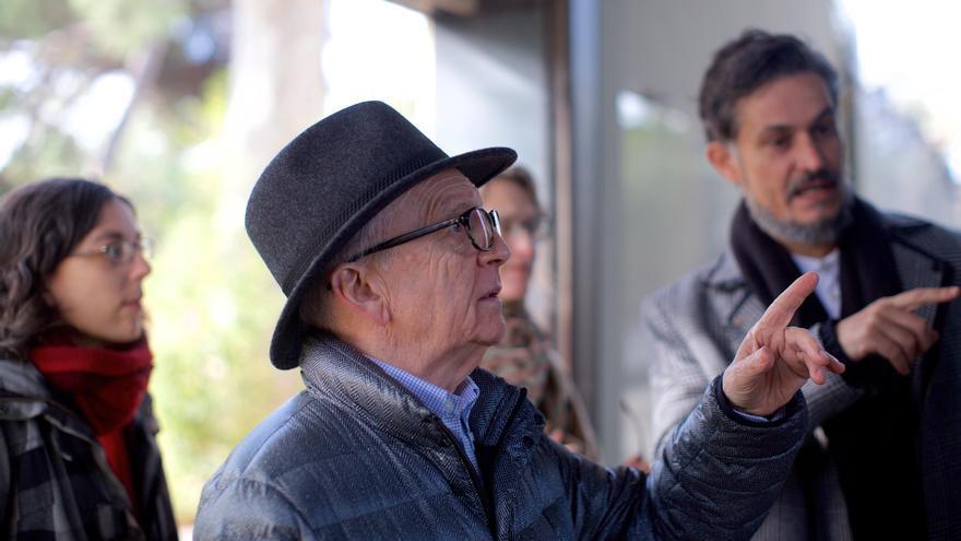 Visita de David Hancocks al Zoo de Barcelona acompañado por el equipo de ZOOXXI