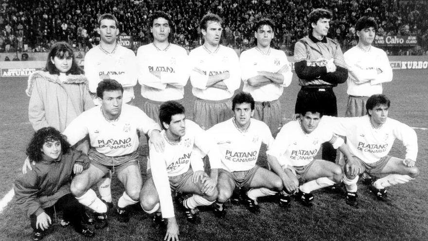 Formación del CD Tenerife de la temporda 92/93 con Agustín.