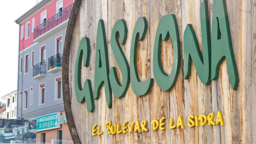 Entrada de la Calle Gascona, la zona de sidrerías de la ciudad de Oviedo.