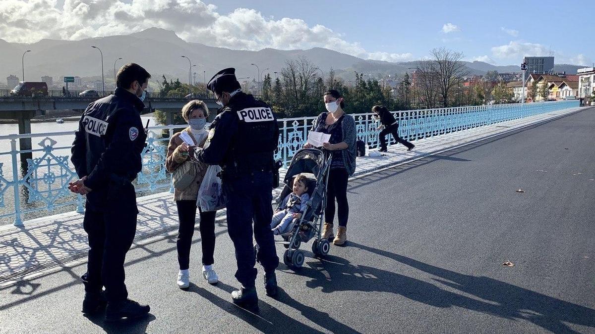 Control de la Policía Nacional francesa entre Irún y Hendaya