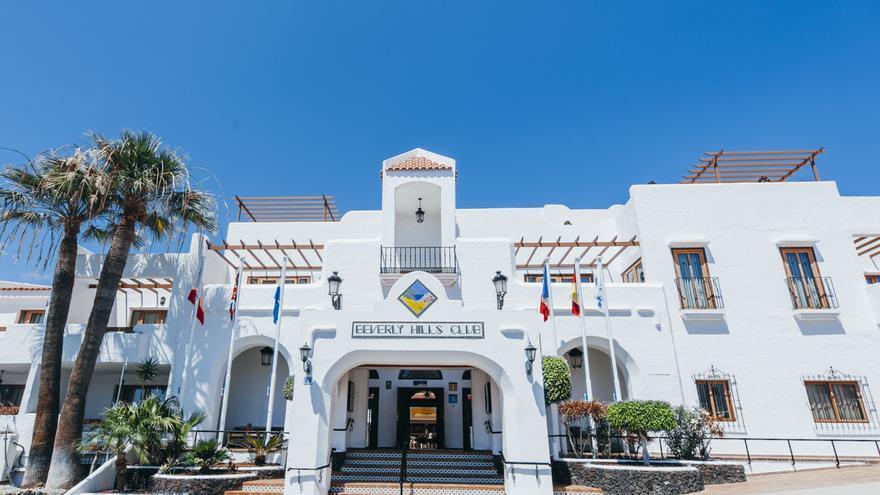 Entrada al Beverly Hills Club.