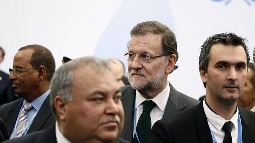 Rajoy defiende ante los sondeos que debe gobernar la lista más votada el 20D