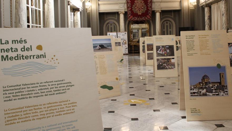 'Valencia, la más limpia del Mediterráneo', en el vestíbulo del Ayuntamiento