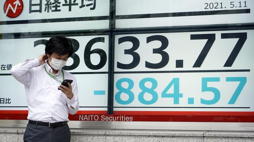 El Nikkei pierde un 0,81 % por la inquietud ante nuevas variantes del virus