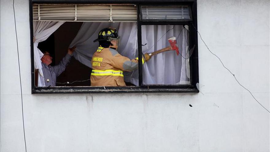 Explosión en Bogotá daña dos vehículos y provoca rotura de ventanales