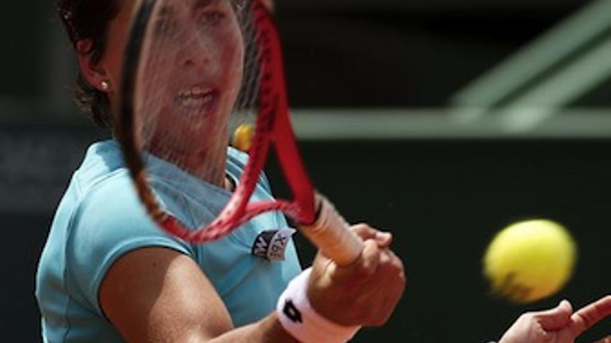 Carla Suárez, durante la final del Torneo de Estoril. (wtatennis.com)