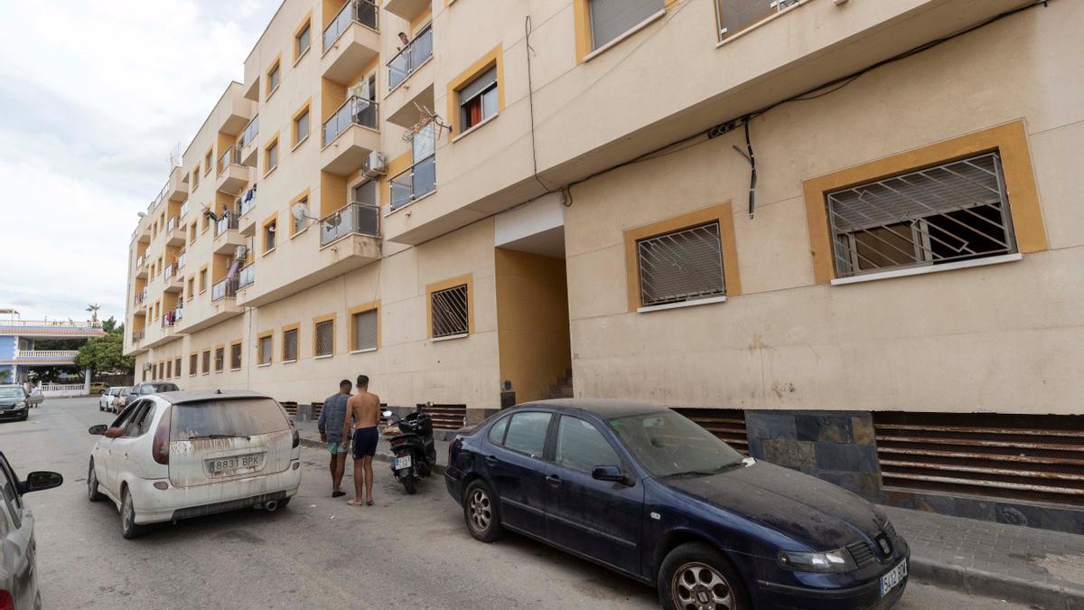 Edificio de Águilas, (Murcia), donde ayer por la noche un hombre de 45 años de edad mató a su mujer, de 41 años.