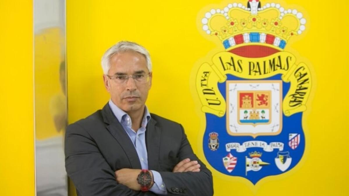 Patricio Viñayo, director general amarillo