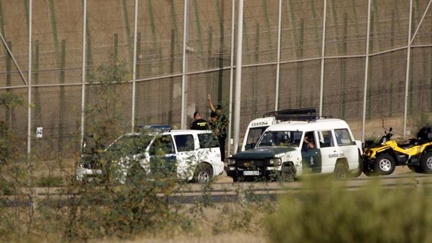 Ocho inmigrantes logran saltar la valla de Melilla