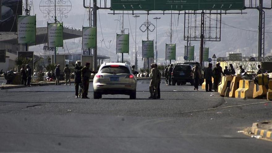 Mueren cuatro soldados en un ataque con coche bomba en el centro del Yemen