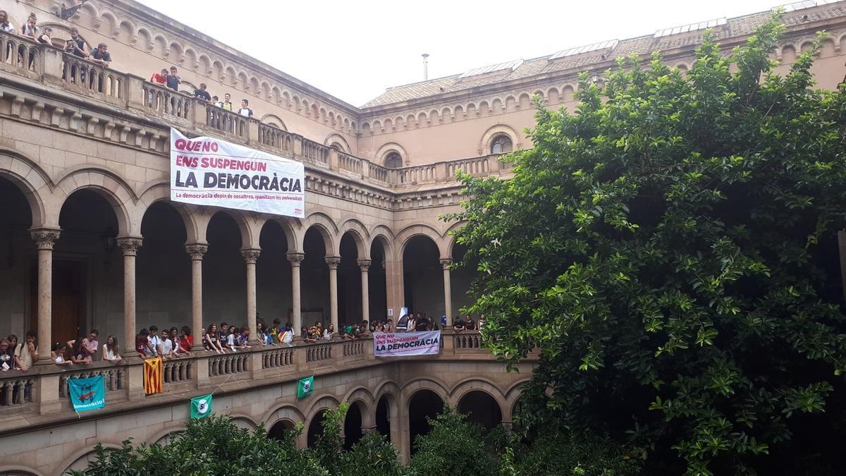Protesta estudiantil en la UB