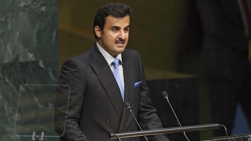 Emir de Catar llama a heredero saudí para proponerle entablar conversaciones
