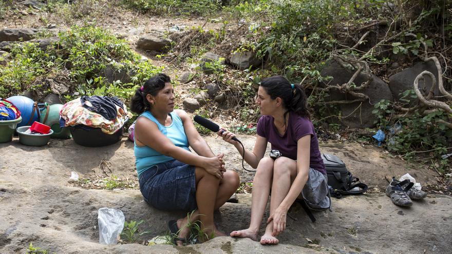 A Deysi, tenir aigua potable al Salvador li costa sis hores de feina diària.