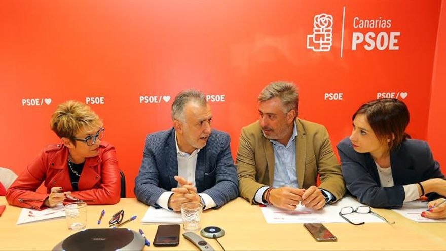 Reunión de los dirigentes del Partido Socialista ante la investidura de Pedro Sánchez.