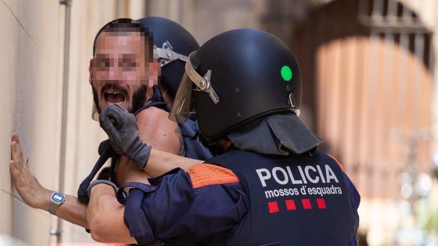 Manifestante detenido en la marcha antiTERF del pasado 26 de junio en Barcelona