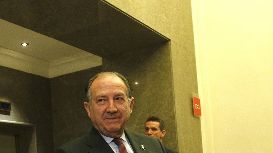 Cayo Lara dice, tras escuchar al director del CNI, que los gobiernos siguen debiendo explicaciones sobre Corinna