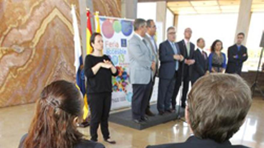 LAS PALMAS DE GRAN CANARIA, 16/05/2013.- Inauguración de la Feria Gran Canaria Accesible, una iniciativa organizada por el Cabildo de la isla con el propósito de implicar en la eliminación de barreras a la discapacidad a todos los sectores de la sociedad. EFE/Elvira Urquijo A.