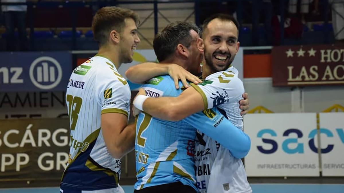 Jugadores del Ángel Ximénez celebrando un triunfo.