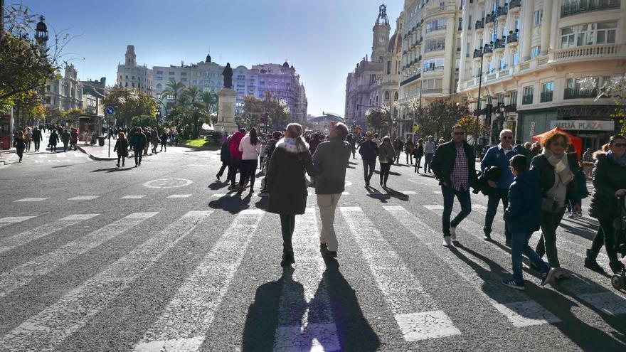 La plaza del Ayuntamiento estas pasadas fiestas llena de viandantes