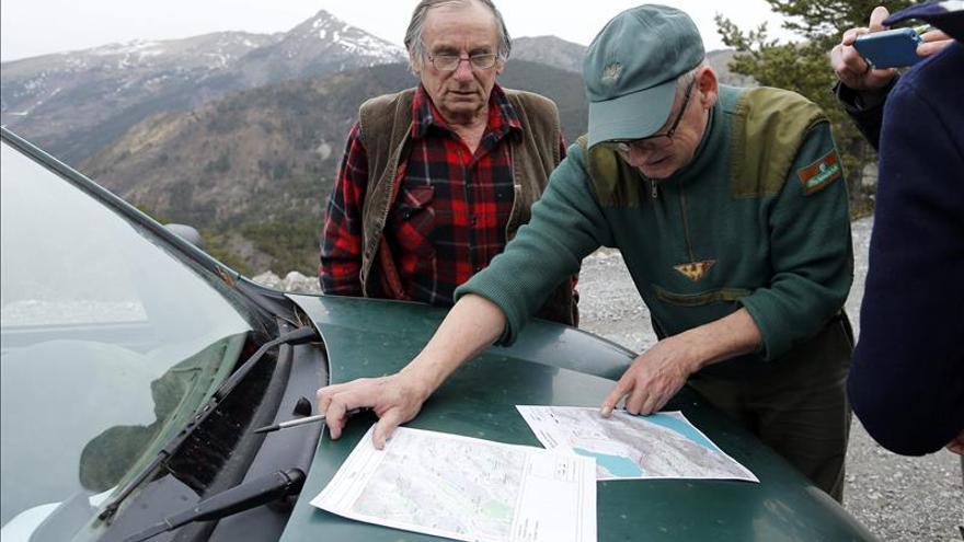 Buscan con pocas esperanzas a las víctimas del vuelo estrellado en los Alpes
