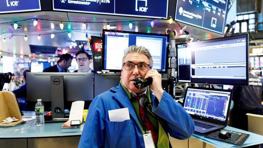 Bolsas de Latinoamérica cierran al alza tras histórico reflote de Wall Street