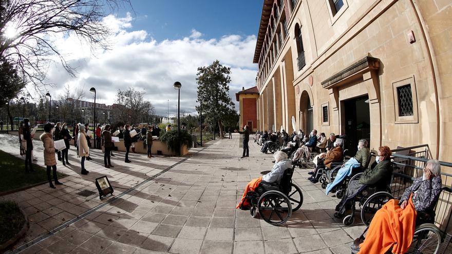 """El Orfeón Pamplonés canta """"a domicilio"""" para homenajear a los mayores"""