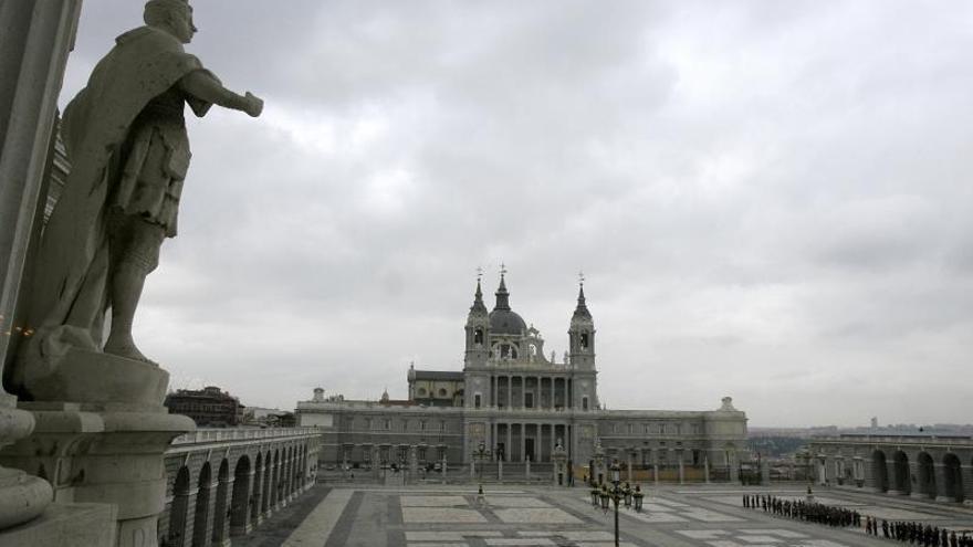 El Estado acusa a los Franco de ignorar riesgos de enterrarlo en La Almudena