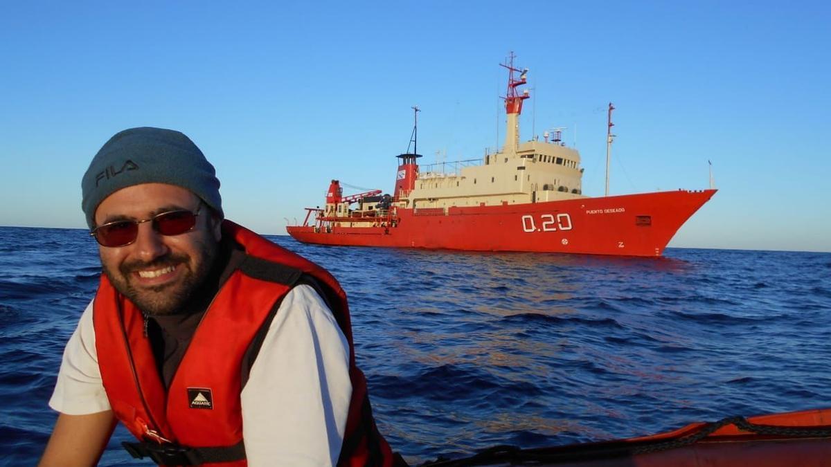 Daniel Valla, en plena campaña oceanográfica, antes de pasarse a una fintech