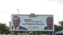 """Una valla publicitaria cerca del Hospital Insular reclama acabar con """"el negocio de la medicina nuclear"""""""