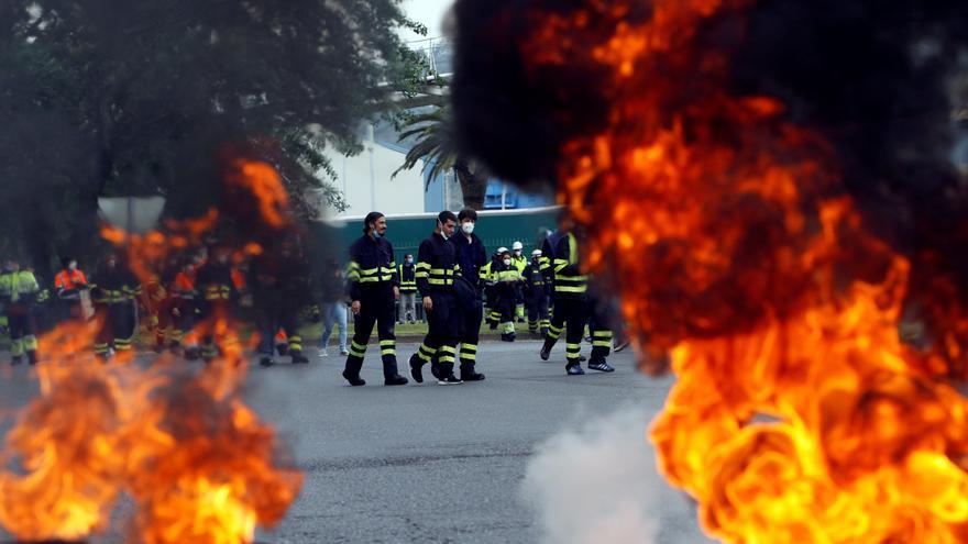 Protestas conjuntas de naval de Ferrol y plantel de la térmica de As Pontes