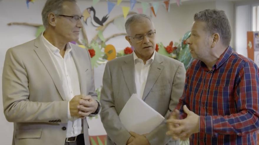 José Juan Alemán, director general de Salud Pública el Gobierno de Canarias, y Francisco Martín, jefe de Servicio de Seguridad Alimentaria, y Alberto Chicote, presentador y cocinero.