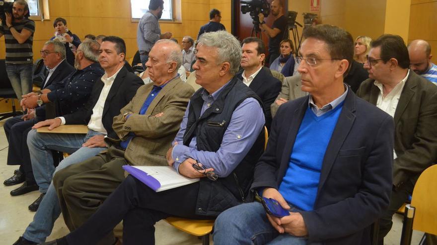 Reverón, a la derecha, en un momento del juicio del caso Arona