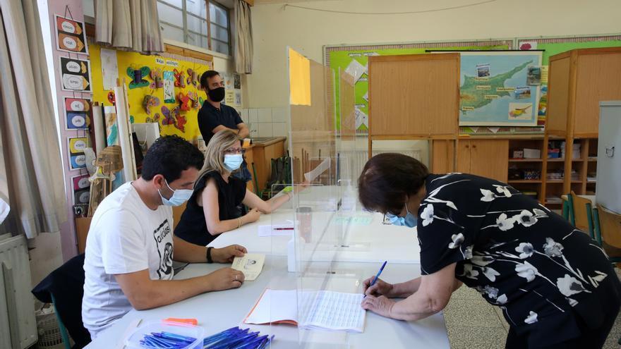 Las elecciones legislativas en Chipre discurren con baja participación