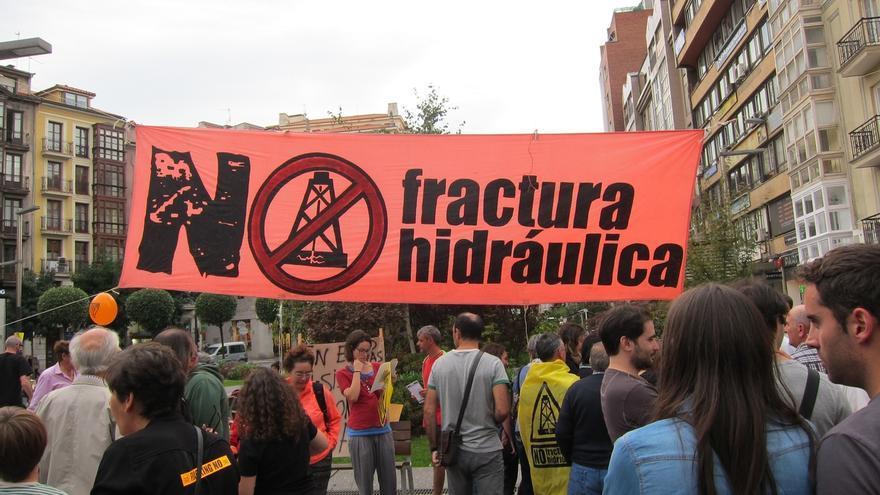 El Parlamento vuelve a mostrar de forma unánime su rechazo al fracking y pide una ley estatal que lo prohíba