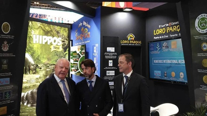Wolfgang Kiessling y su hijo Christoph Kiessling junto a Carlos Alonso, presidente del Cabildo de Tenerife en 2018