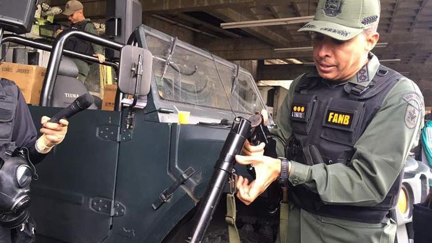 Maduro condecora al exjefe militar que la Fiscalía citó por violación de derechos humanos