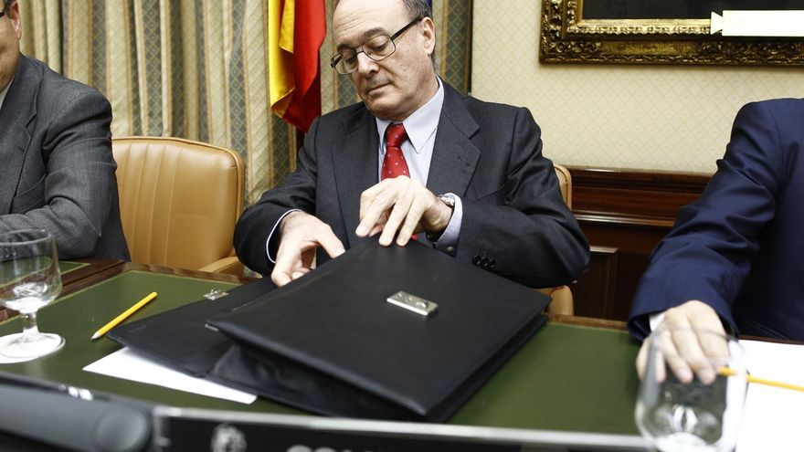 PSOE pide la comparecencia urgente de Linde en el Congreso para explicar la recuperación de ayudas a la banca