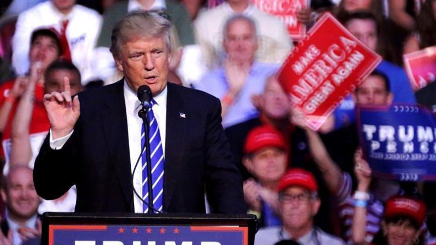 """Trump acusa a la Fed de seguir intereses """"políticos"""" para no subir los tipos"""